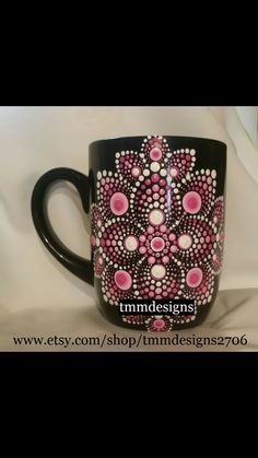 Dot Art Painting, Mandala Painting, Painting Patterns, Mandala Dots, Mandala Design, Paper Quilling Flowers, Pottery Painting Designs, Mandala Art Lesson, Wine Glass Crafts