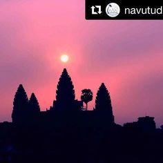 Amazing Angkor ☀️🙏repost 📷@navutudreamsresort . #visitangkor #sunrise #pink #skyporn #angkor #angkorwat #temple #gorgeous #artful #ancient #buddhistcountry #templetrip #heritage #worldheritage #worldheritagesite #worldheritagesites #unescoheritage #unescoworldheritagesite #weltkulturerbe #cambodia #kambodscha #cambodge #kampuchea #discovercambodia #siemreap #lovesiemreap #buddhism