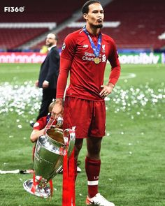 Liverpool Anfield, Liverpool Champions, Liverpool Players, Manchester United Football, Liverpool Football Club, Uefa Champions League, Virgil Van Dijk, Football Pictures, Vintage Posters