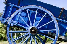 Drôme drome provence charette bleu  http://www.bien-etre-drome.com/