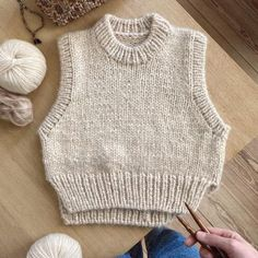 Ravelry: Holiday Slipover pattern by PetiteKnit Crochet Clothes, Diy Clothes, Mode Outfits, Fashion Outfits, Knitting Patterns, Crochet Patterns, Mode Ootd, Knit Vest, Stockinette