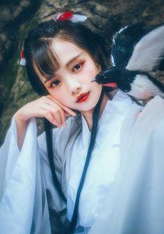 Tragic Romance (Trad to Mod) Hanfu, Chinese Traditional Costume, Geisha Art, China Girl, Chinese Clothing, Art Reference Poses, Chinese Style, Ulzzang Girl, Asian Woman