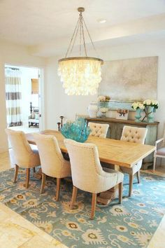 Decorating dining room table centerpiece does not have to be a hard task, we are about to provide you with some inspirational examples. For more décor ideas go to glamshelf.com #homedesignideas #homedesign #homeideas #interiordesign #homedecor #diningroom #diningroomideas #diningroomdecor #floralcenterpieces