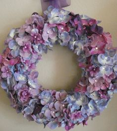 Love this, I could see it with pearls or rhinestones in the center of each flower