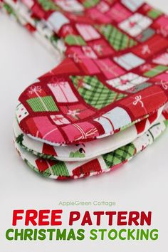 Christmas stocking pattern - free pattern for a diy Christmas stocking that is easy to make, quick and reversible. Christmas Gift Bags, Simple Christmas, Christmas Diy, Holiday Crafts, Christmas Decorations, Christmas Aprons, Christmas Ornaments, Christmas Stuff, Diy Christmas Stocking Pattern