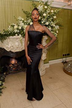 Vogue Fashion, 90s Fashion, Modern Fashion, Vintage Dresses, Nice Dresses, Denim Crop Top, Jourdan Dunn, Vintage Jeans, Couture Collection