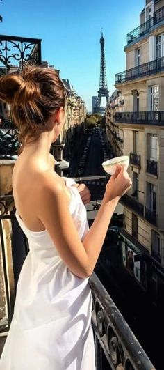 Morning coffee with a view Paris Girl, I Love Paris, Gorgeous Women, Most Beautiful, Parisian Chic Style, French Lifestyle, Paris Images, Paris Photography, Instagram Girls