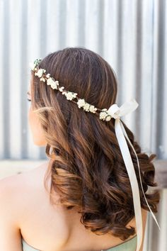 Bridesmaid hair complete with luscious curls and a ribbon headband: http://www.stylemepretty.com/2014/09/03/modern-farm-wedding-at-carneros-inn/ | Photography: Kate Webber - http://katewebber.com/