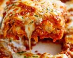 Lasagna The Best Lasagna is here! Layered with a rich meat sauce and a creamy parmesan white sauce, plus the perfect amount of mozzarella cheese! NO ricotta cheese needed!The Best Lasagna is here! Layered with a rich meat sauce and a creamy parmesan white Cheesy Lasagna Recipe, Best Lasagna Recipe, No Boil Lasagna, Cheese Lasagna, Lasagna Noodles, Lasagna Recipes, Homemade Lasagna, Simple Lasagna Recipe, No Bake Desserts