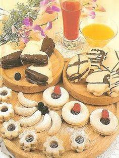 vcielkaisr-mojerecepty: Pečivo z lineckého cesta Pancakes, Breakfast, Food, Hampers, Meal, Pancake, Eten, Meals, Morning Breakfast