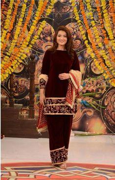 Velvet Pakistani Dress, Simple Pakistani Dresses, Pakistani Dress Design, Punjabi Dress, Frock Fashion, Latest Fashion Dresses, Indian Fashion Dresses, Indian Outfits, Fancy Dress Design