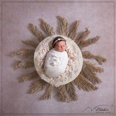 Photographe nouveau-nés en région parisienne, je capture vos petits bouts en studio professionnel chauffé, dans des univers adorables et uniques ! Jolie Photo, Studio, Photo Shoot, Universe, Baby Born, Studios