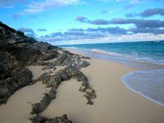 Pic of the Week: Warwick Bay Beach, Bermuda http://solotravelerblog.com/photo-warwick-bay-beach-bermuda/