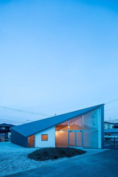 The building is an atelier and residence for a couple of painter and a designer. It is a space to spend their whole day with their only son and will be used . Mansions, Architecture, House Styles, Building, Houses, Couple, Design, Home Decor, Atelier