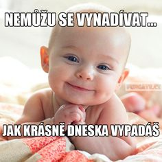 Nemůžu se vynadívat… Baby Animals, Cute Animals, Cool Pictures, Funny Pictures, I Smile, Motto, Picture Quotes, Live Life, Cute Babies
