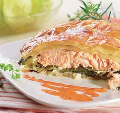 Salmon With Baby Spinach In Puff Dough Roll Salmon Roll, Mozzarella, Bon Appetit, Cook N, Vegetarian Recipes, Healthy Recipes, Baby Spinach, Mets, Recipes