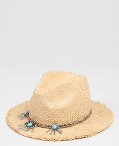 Soldes été 2016 : les vêtements et accessoires soldés à s'offrir immédiatement Un chapeau de paille accessoirisé pimkie