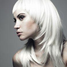 Spana in vår frisyrbild i kategorin Tjejfrisyrer för blondiner idag! Bli inspirerad till ditt näst frisyr!
