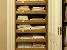 Merveilleux Closet: Roll Out Shelves With Label Holders