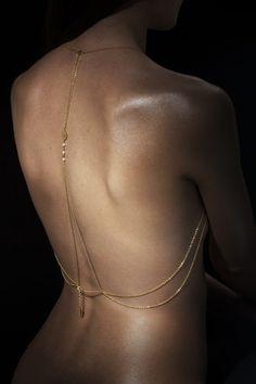 Bijoux de dos Dallia: 87 € Pour commander : absainte@contact.com