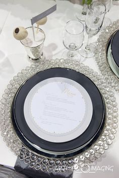 silver and gray tables cape, bling wedding, crystal charger, grey and white wedding, Las Vegas wedding planner
