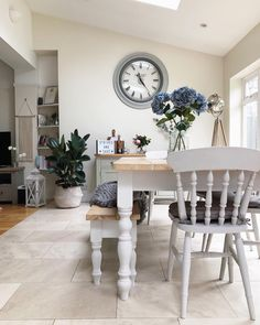 ideas for farmhouse table grey dining rooms Cottage Shabby Chic, Shabby Chic Kitchen, Country Kitchen, Farmhouse Furniture, Farmhouse Table, Modern Farmhouse, Kitchen Modern, French Farmhouse, White Dining Room