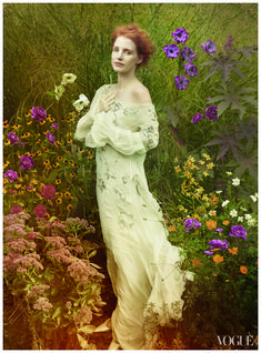 Jessica Chastain photographed for Vogue (Dec. by Annie Leibovitz in a photo shoot that recreated famous paintings. This photo was based on a 1918 Gustav Klimt portrait of Ria Monk. Jessica Chastain, Annie Leibovitz Fotos, Annie Leibovitz Photography, Anne Leibovitz, Vogue Photo, Vogue Us, Downton Abbey, Vogue Cover, Viviane Sassen