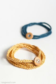 Single chain crochet idea for all the people out there who suck at crocheting like me... Super cute wrap bracelets! Via @ 1 dog woof #easycrochet
