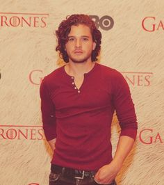 Kit Harrington I want to touch his beautious hair.