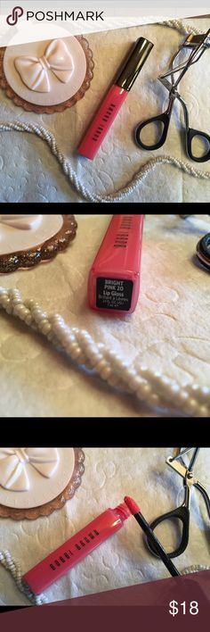 Bobbi Brown Lip Gloss ( Bright Pink ) .27 Oz. Bobbi Brown Lip Gloss ( Bright Pink ) .27 OZ. To keep lips soft and supple.Still in good condition.Only used a couple of times.100% Authentic Sephora Makeup Lip Balm & Gloss