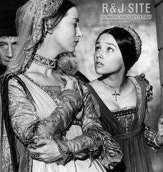 Olivia Hussey as Juliet in Zeffirelli's film William Shakespeare, Olivia Hussey, British Actresses, Actors & Actresses, Zeffirelli Romeo And Juliet, Juliet Capulet, Leonard Whiting, Great Love Stories, Theatre Costumes