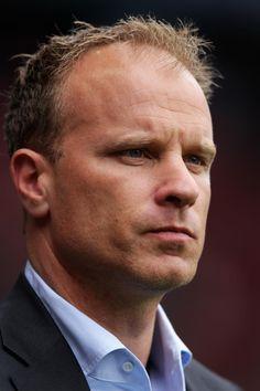 Eks pemain Arsenal Dennis Bergkamp menyatakan niatnya untuk kembali ke Emirates Stadium. Bukan sebagai pengganti Arsene Wenger, dia hanya ingin menjadi bagian dari staf pelatih The Gunners. #NexSoccer