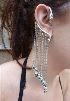 skully waterfall ear cuff? yes yes yes yes YES!!!