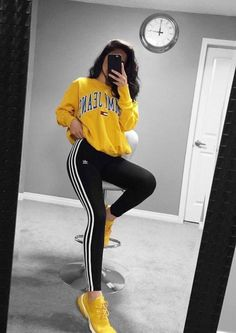 44 charming adidas pants outfit ideas like a street style pro Athleisure Fashion, Athleisure Outfits, Sporty Outfits, Trendy Outfits, Cute Outfits, Stylish Shirts, Cheap Outfits, Stylish Clothes, Summer Outfits