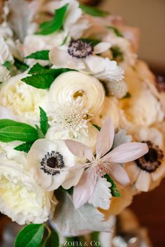 Ranunculus and anemone wedding bouquet | Photography: Zofia & Co.