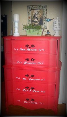Love this!  In black or purple?.....tells you how to get that chalk paint look on a budget.