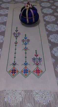 Cross Stitching, Cross Stitch Embroidery, Hand Embroidery, Cross Stitch Designs, Cross Stitch Patterns, Celtic Cross Stitch, Cross Stitch Flowers, Needlepoint, Diy And Crafts