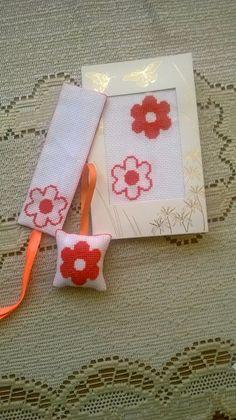 Kwiatkowy zestaw: breloczek, zakładka, kartka