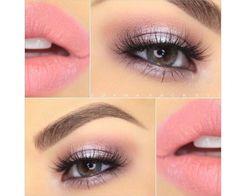 Różowy makijaż oczu i różowe usta. Idealny wariant na walentynki! Macie ochotę na powiew świeżości zimą?
