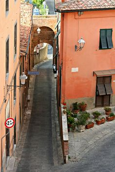 Porta Fiorentina, Lari, Tuscany, Italy Beautiful Streets, Beautiful Scenery, Pisa, Places Around The World, Around The Worlds, Under The Tuscan Sun, Regions Of Italy, Places In Italy, Southern Europe