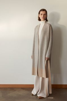 fall beauty The complete TSE Fall 2018 Ready-to-Wear fashion show now on Vogue Runway. Knitwear Fashion, Knit Fashion, Look Fashion, Womens Fashion, Fashion Design, Fall Fashion, Estilo Fashion, Ideias Fashion, Modest Fashion