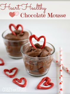Heart Healthy Chocolate Mousse by www.A secret ingredient makes this a healthy chocolate mousse! Heart Healthy Desserts, Healthy Treats, Healthy Recipes, Healthy Eating, Avocado Recipes, Healthy Chocolate Mousse, Chocolate Oatmeal Cookies, Chocolate Mouse, Baking Chocolate