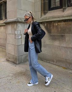 Nike Blazers Outfit, Blazer Outfits Casual, Leather Jacket Outfits, Blazer En Cuir, Streetwear, Black Leather Blazer, London Outfit, Ootd, Winter Fashion Outfits