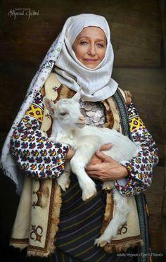 Буковина Ukraine, Face Images, Folk Clothing, Ukrainian Art, Folk Fashion, Ethnic Fashion, Beauty Around The World, Beautiful Costumes, Folk Costume