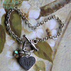 Amulettirannekoru sydänlukolla, äiti sydänamuletilla ja vaaleanvihreällä Swarovskin kristallilla tilaustyönä <3 Amulettirannekoru sydänlukolla, äiti sydänamuletilla ja vaaleanvihreällä Swarovskin kristallilla tilaustyönä <3 Osta omasi täältä: http://www.helmipaikka.fi/tuotteet.html?id=14/3331