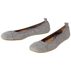 Alyce Ballet Flat by Born? - The most comfortable, supple ballet flat ever feels like walking on a cloud whenever you wear it. Most Comfortable Work Boots, Comfortable Ballet Flats, Comfy Shoes, Comfy Clothes, Barefoot Shoes, Me Too Shoes, Fashion Shoes, Shoe Boots, Cloud
