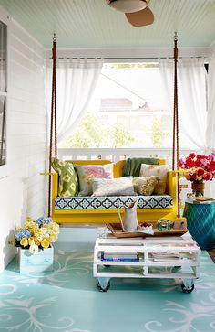 Summer Porch Inspiration Summer Porch Decor, Diy Porch, Home Porch, Porch Ideas, Front Porch Curtains, Outdoor Curtains, Front Porch Swings, Front Porch Lights, Modern Porch Swings