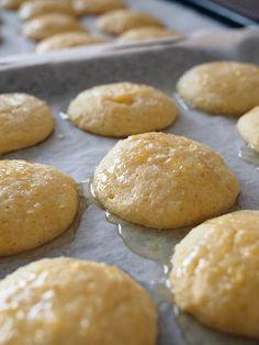 Pehmeät sitruunajuustokakku pikkuleivät (myös gluteeniton) - Kulinaari-ruokablogi Takana, Hamburger, Bread, Food, Brot, Essen, Baking, Burgers, Meals