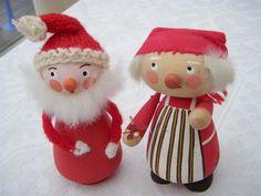 2 äldre tomtar i trä, trätomtar på Tradera.com - Tomtar | Julsaker |