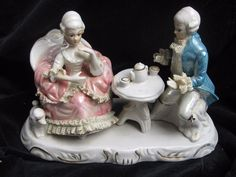 vintage Dresden type baroque couple tea time porcelaine statuette statue lace